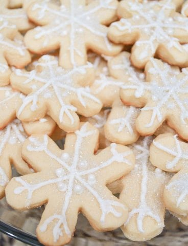 White Christmas Party Ideas Snowflake Sugar Cookies http://fantabulosity.com