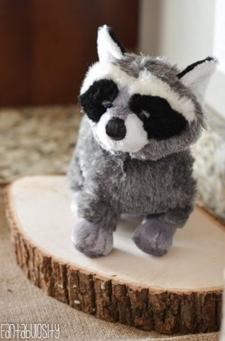 Woodland Friends First Birthday Party Forest Stuffed Animals http://fantabulosity.com
