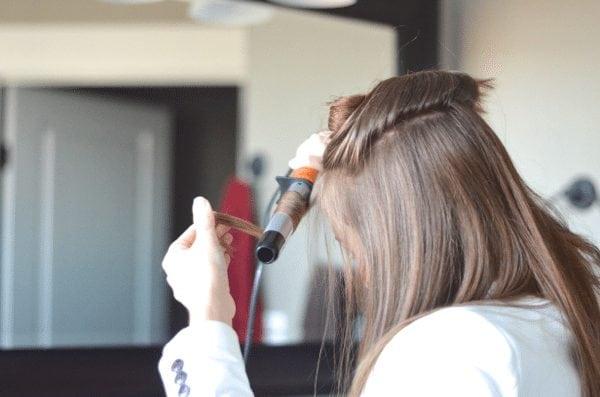 Wrap hair around wand - how do get beach waves fantabulosity.com