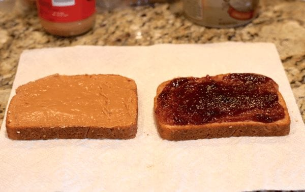 Fried Peanut Butter and Jelly sandwich recipe. Whaaat!? This looks ah-mazing! https://fantabulosity.com