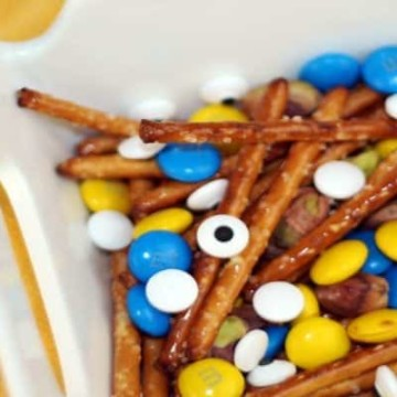 Despicable Me Minions Trail Mix! This is sooo cute! https://fantabulosity.com