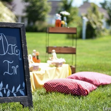 Gals Garden Party ideas! Love this intimate setting! https://fantabulosity.com