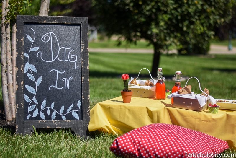 Gals Garden Party ideas! Love this intimate setting! http://fantabulosity.com