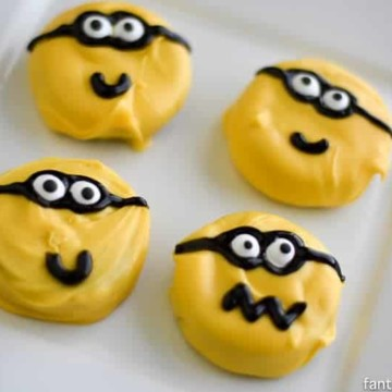 Minion Cookies DIY. I'm no cookie decorator, but I can do these! https://fantabulosity.com