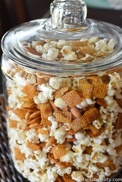 Honey Sriracha Chex Mix recipe http://fantabulosity.com