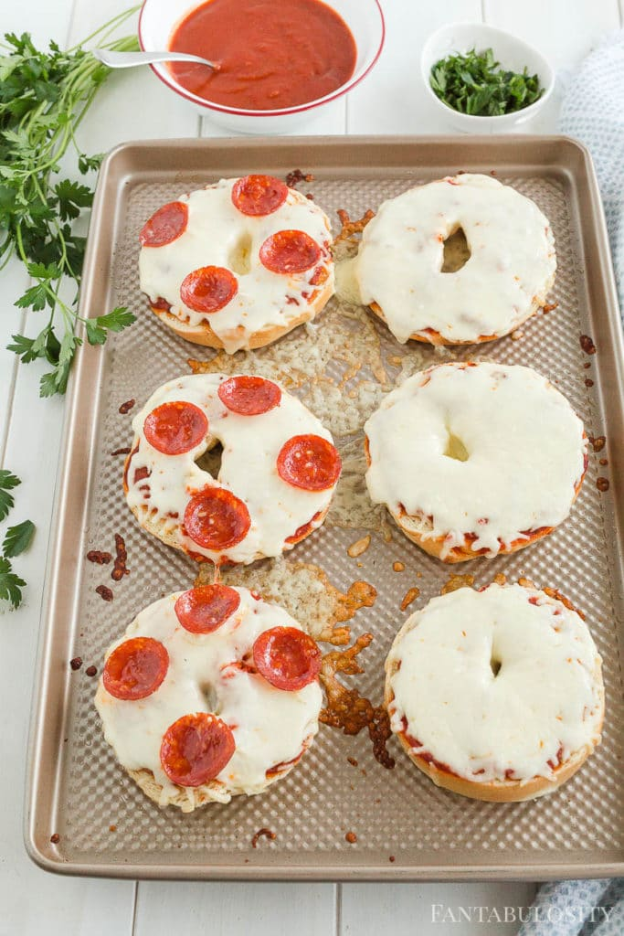 Baked bagel pizzas