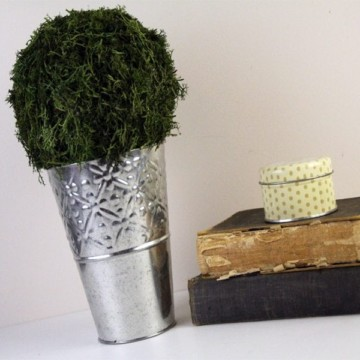 DIY Moss Covered Arrangement Tutorial! https://fantabulosity.com