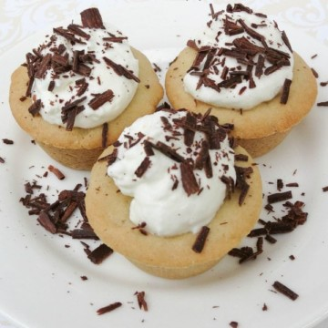 Cookie Cups with homemade whipped cream! Such an easy dessert! https://fantabulosity.com