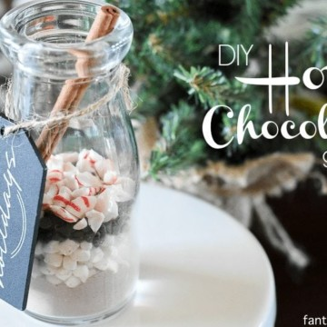This is SO cute! And easy... teacher gift, mailman, co-worker. Hot Chocolate DIY Gift Idea