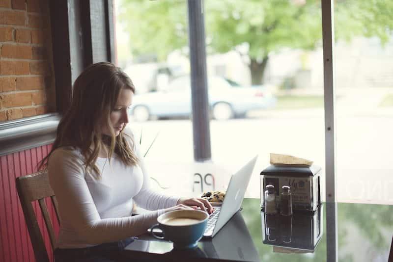 How to Make Money Blogging ECourse