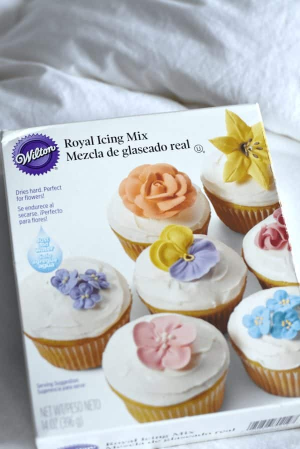 Cookie Decorating for Beginners: Royal Icing How To fantabulosity.com