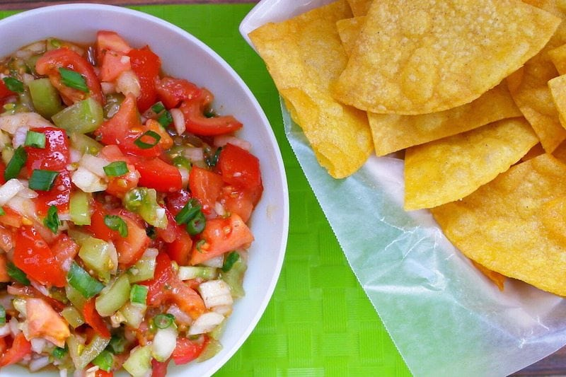 FRESH salsa is ah-mazing!!! Easy Homemade Chips and Salsa Recipe
