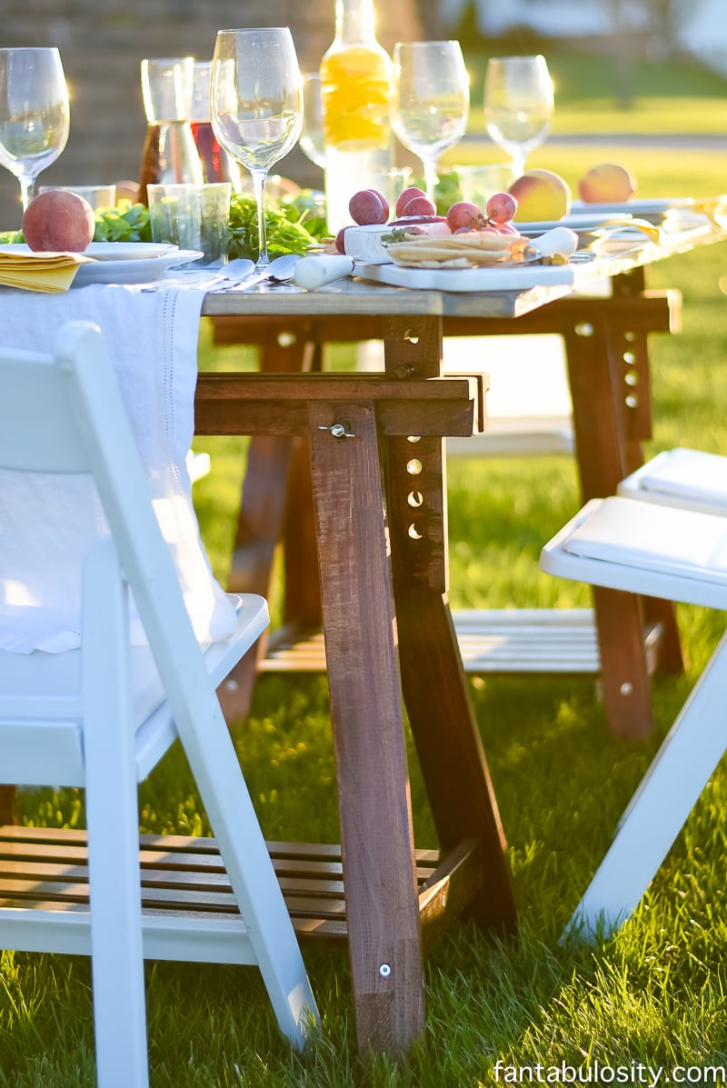 Use two sawhorses from IKEA, and put a flat table/board on top, and create a quick outdoor table! Awesome! Pop Up Backyard Dinner Party: Entertaining Ideas, classy, easy simple, quick, fun, outside. Outdoor Party Ideas