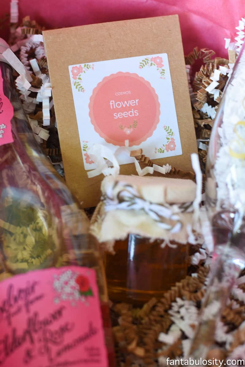 Favorite Things Invitation Ideas - Flower Seeds Packets! Ahhhh! So cute, and a cute party favor idea for a spring or summer party too!