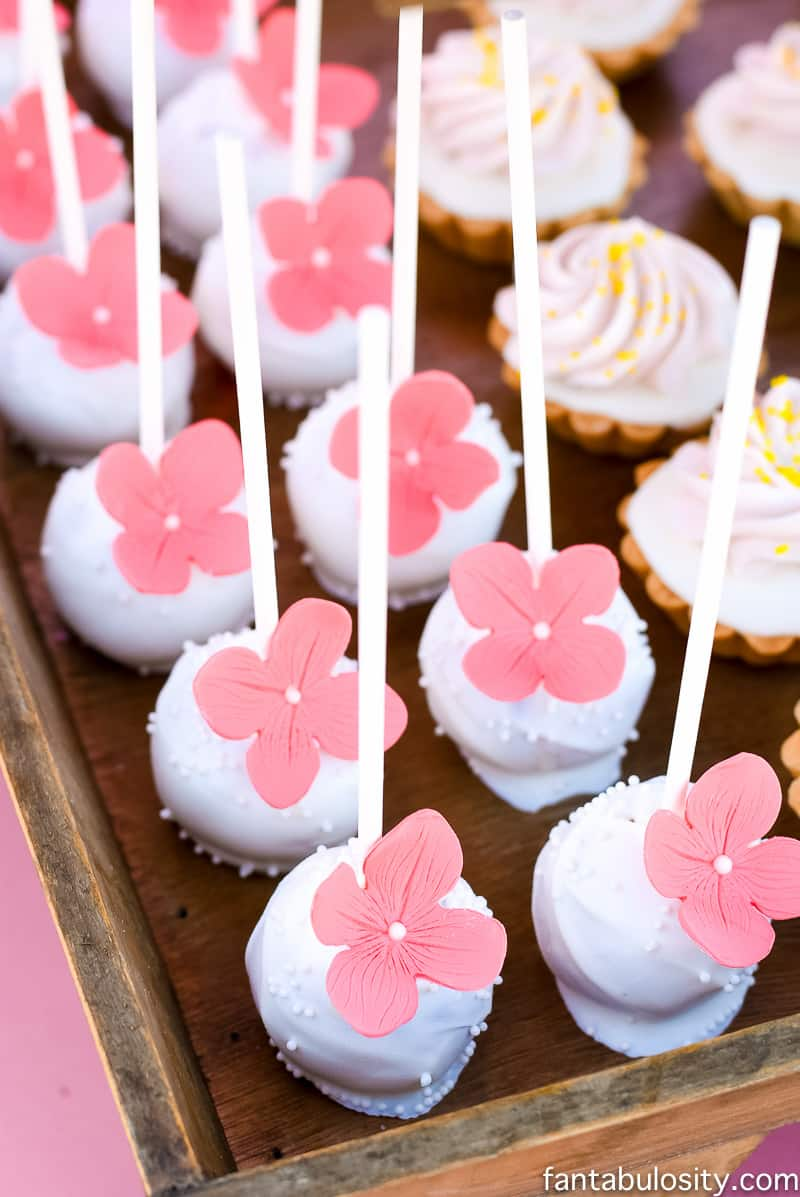 Flower Cake Pops: Pink and white for Favorite Things Party Dessert Table