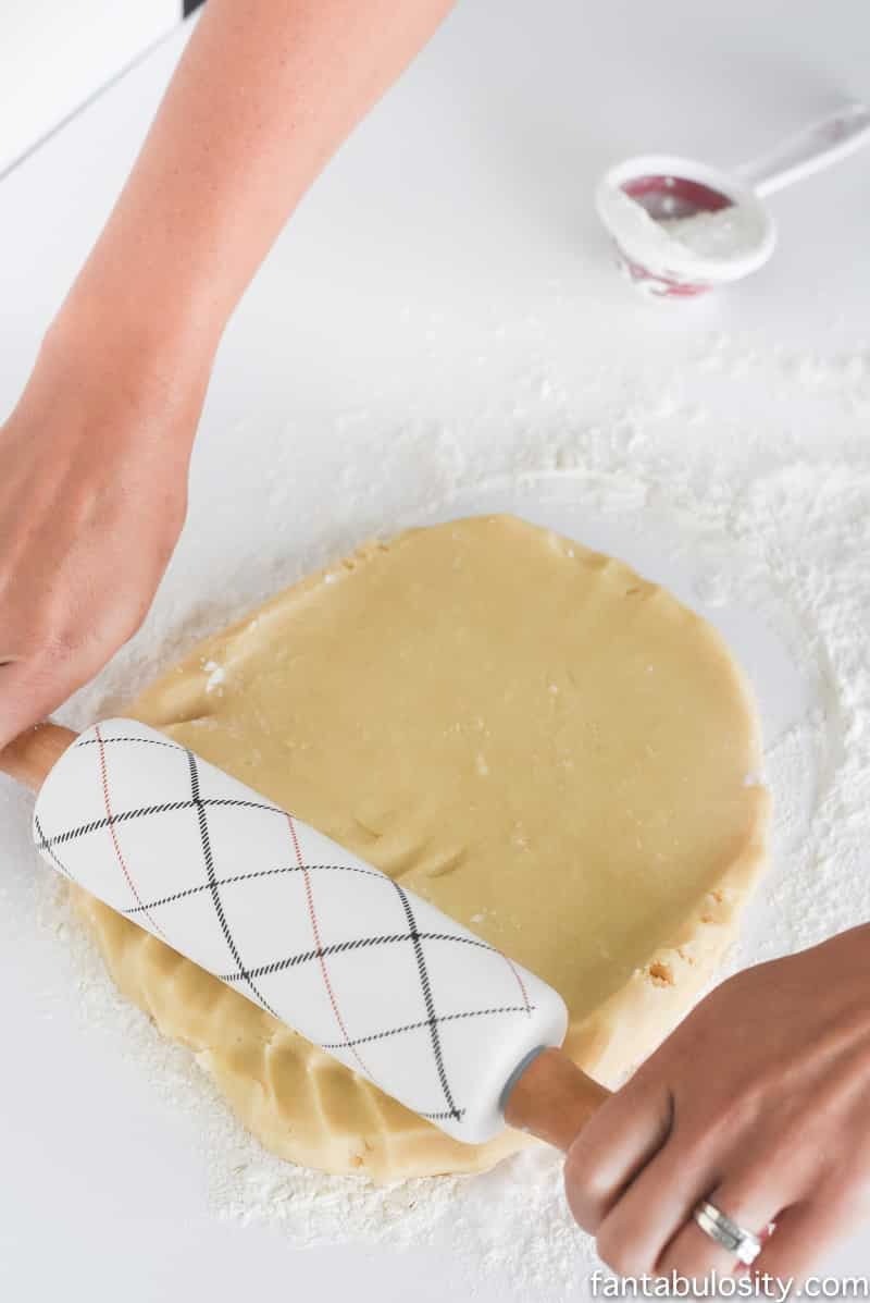 Easy Sugar Cookie Recipe. Great for cut out cookies and decorating!!! Best Sugar Cookies for Decorating AND eating!