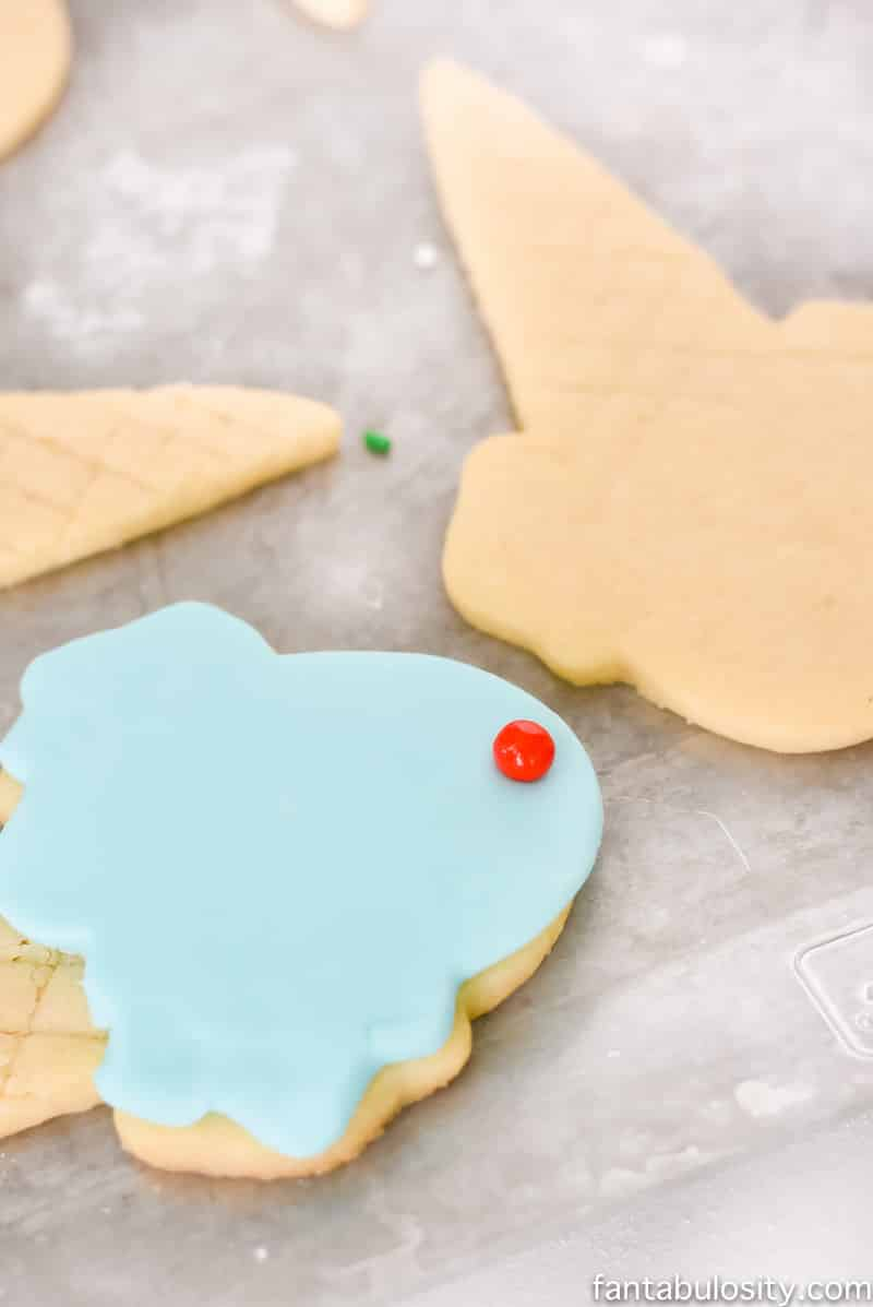 Use fondant to decorate sugar cookies instead of icing! So much easier!