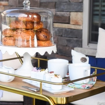 Bagel Bar Cart! So cute for an outdoor, back yard, brunch or breakfast.