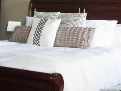 How to make a bed like a designer, the easy way.