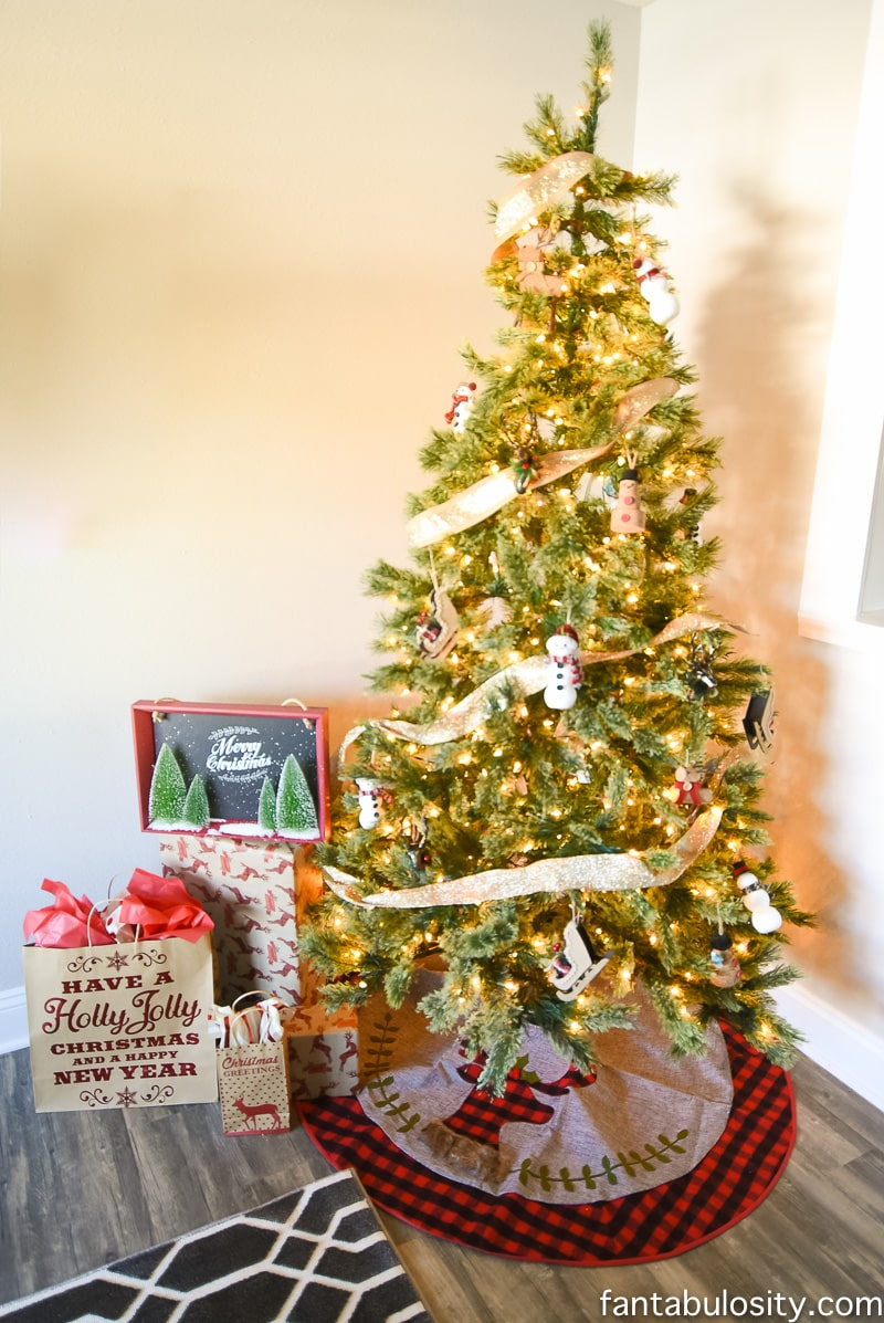 christmas decorating for small spaces apartment condo airbnb small house or - Christmas Tree Rental