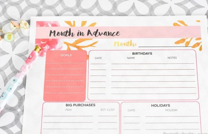 Month in Advance, at a Glance! Free printable to keep track of what's ahead next month. LOVE this.