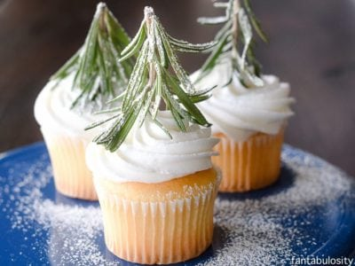 Oh my gosh, how easy and cute! Winter Tree Forest Cupcakes