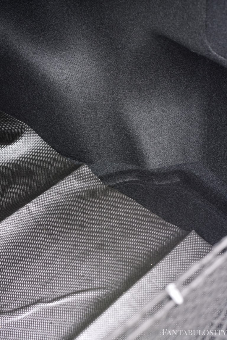 Trunk Liner to protect the trunk floor in a car