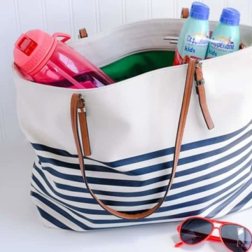 Summer On-the-Go Bag Essentials: Items that I keep in a bag by the door for spur of the moment summer outings!
