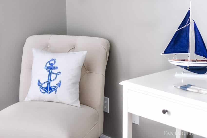 DIY Anchor Pillow with a stencil