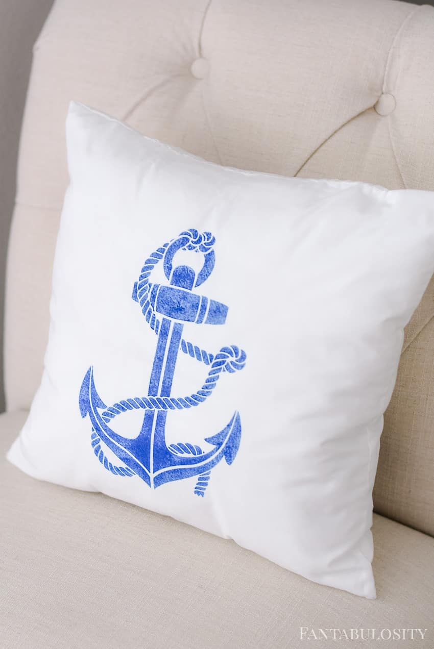 So so cute! This DIY stencil anchor pillow in the guest bedroom