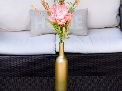 Wine bottle crafts: DIY tutorial painted vase