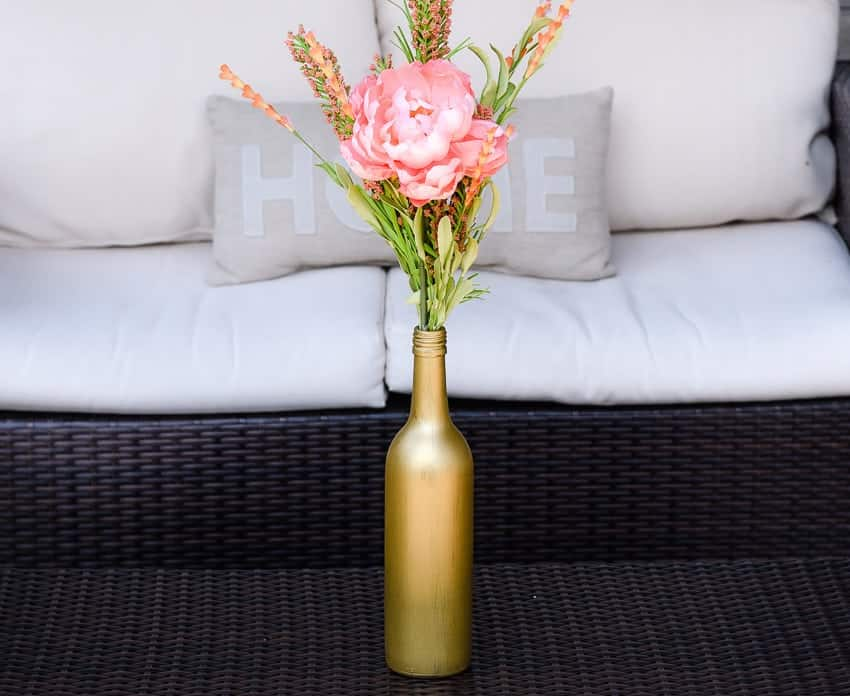 Wine bottle crafts: DIY tutorial painted vase