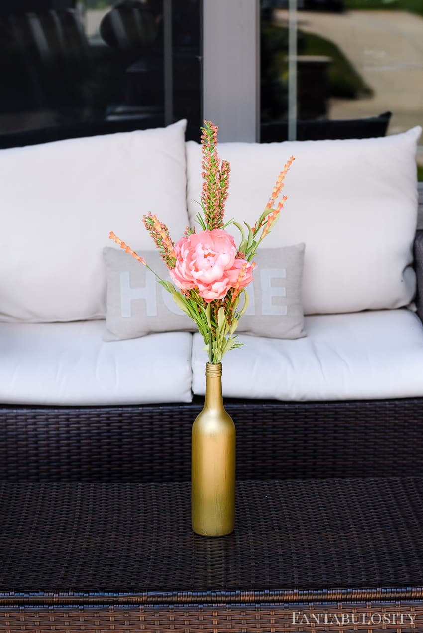 Wine bottle crafts photo: This is SO pretty and so easy! DIY Wine Bottle Gold Vase Tutorial