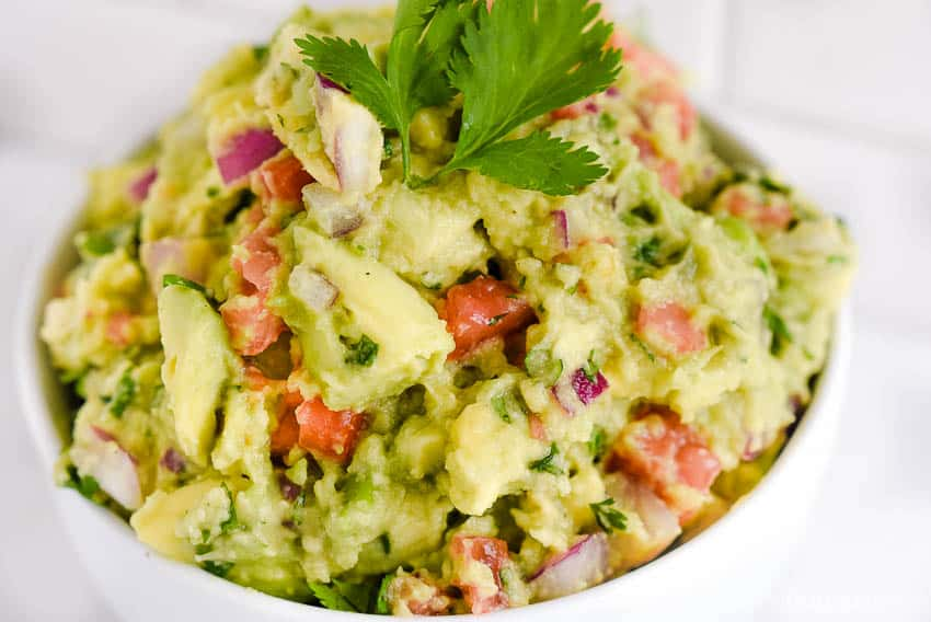 How to make guacamole - easy recipe with simple ingredients