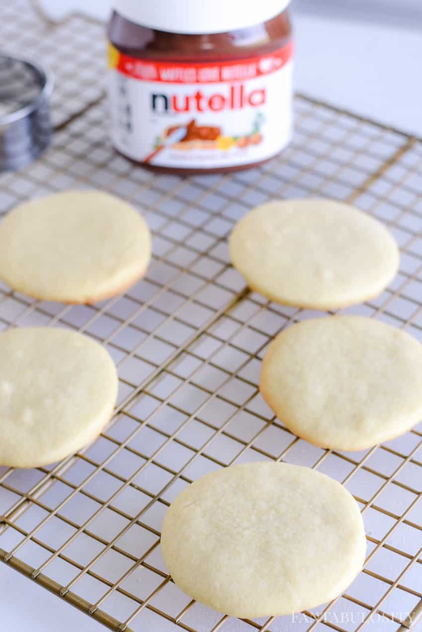 Round sugar cookies with nutella topping