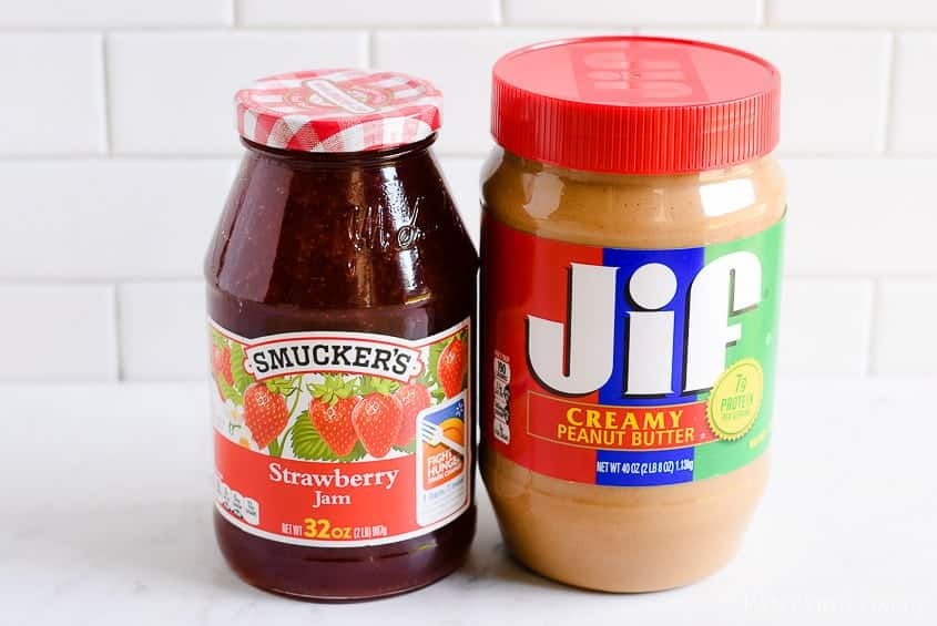 Jif and Smuckers peanut butter and jelly sandwich - how to make one