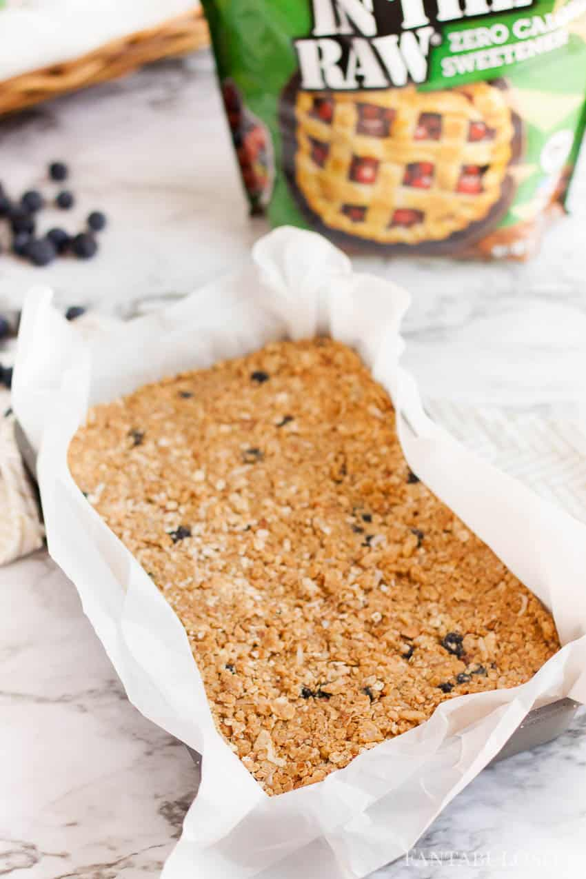 Granola bars recipe made with blueberries, peanut butter, stevia
