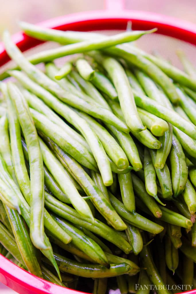 Long raw, uncooked green beans